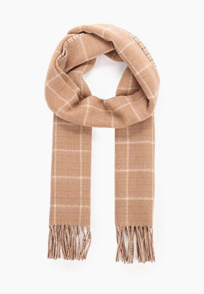 Теплый шарф: расставляем модный акцент в зимнем образе-Фото 16