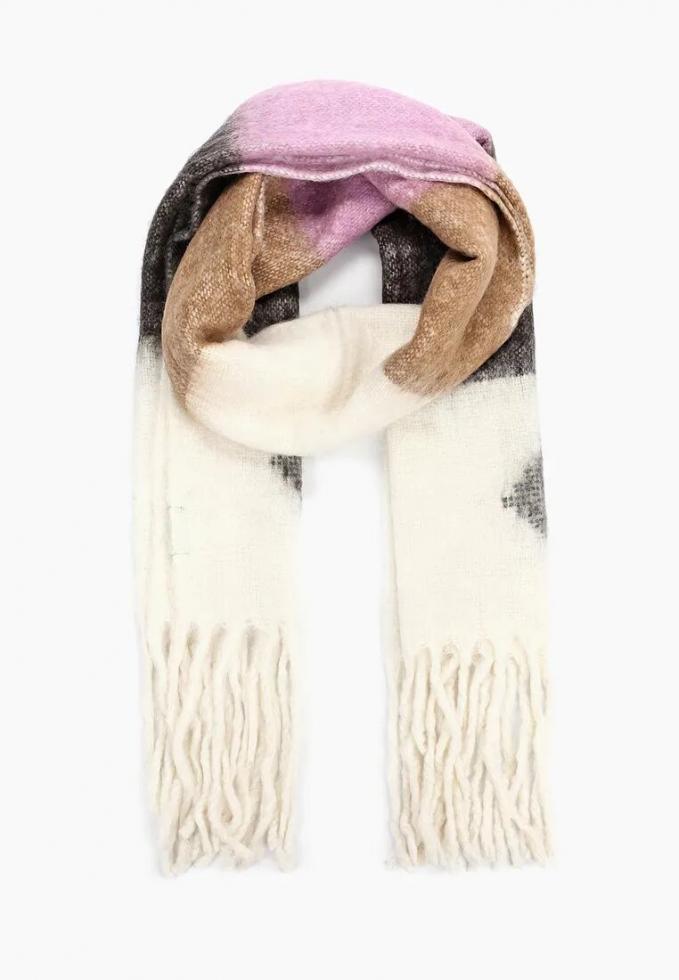 Теплый шарф: расставляем модный акцент в зимнем образе-Фото 20