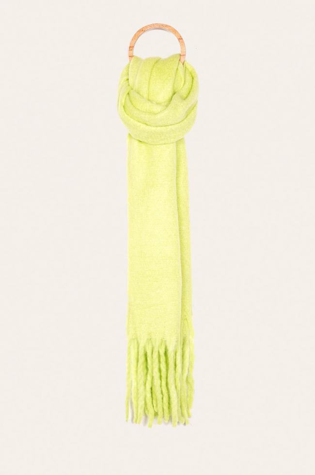 Теплый шарф: расставляем модный акцент в зимнем образе-Фото 5