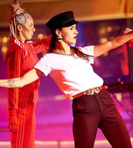 Фотоотчет: певица Zivert представила мини-альбом на сцене Guramma Modern Asia-430x480