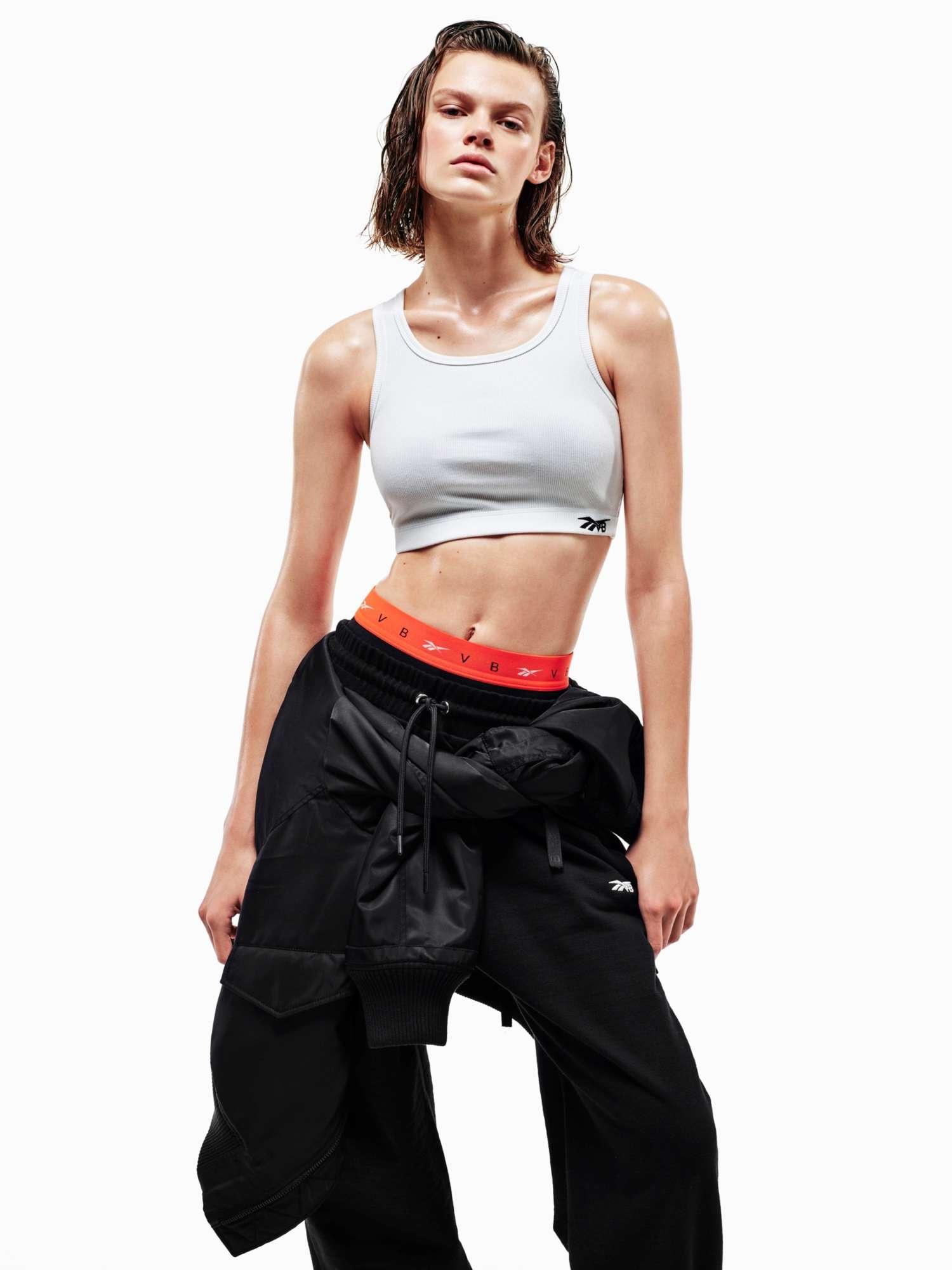 Виктория Бекхэм совместно с Reebok создала коллекцию спортивной одежды-Фото 4