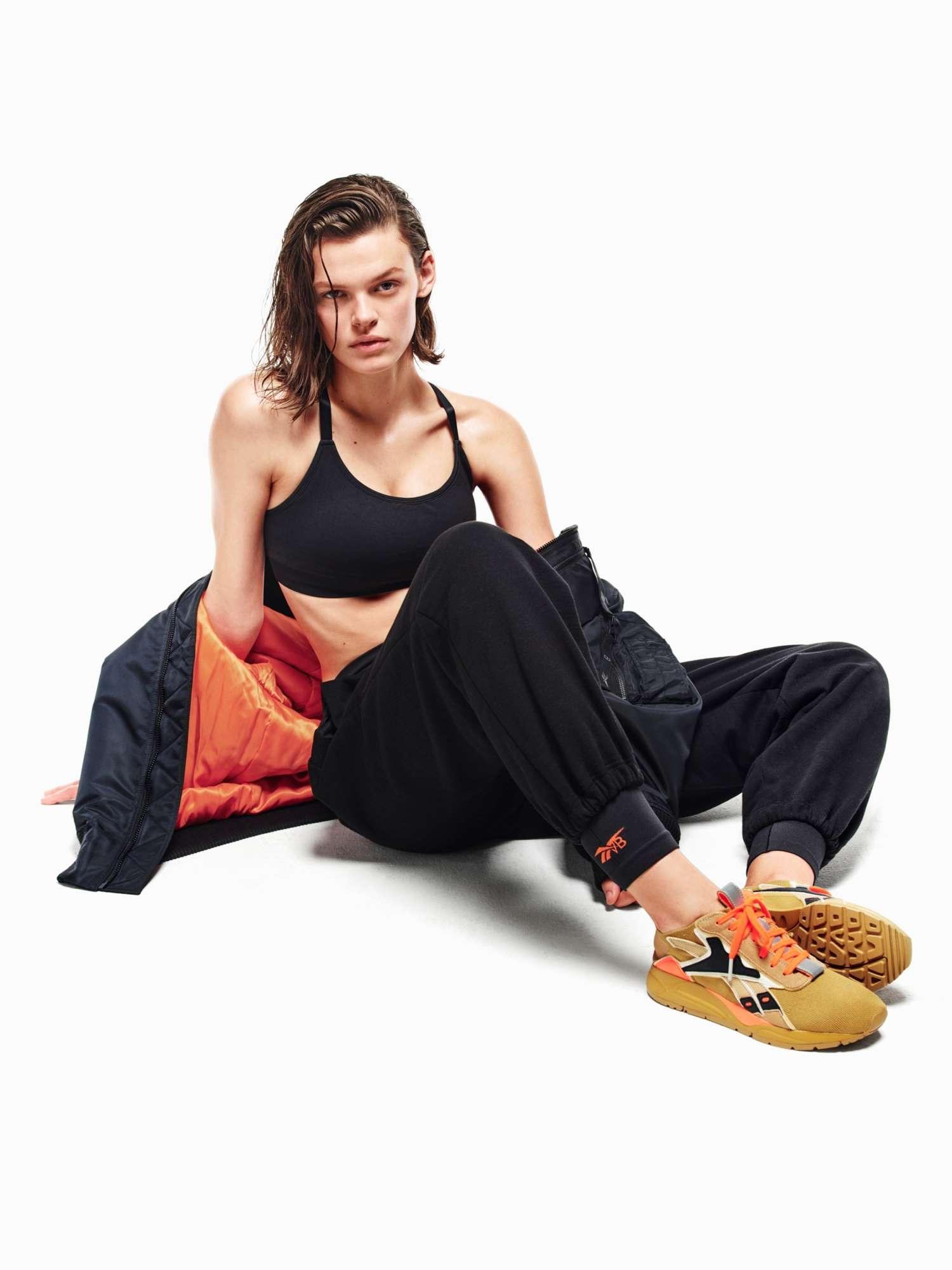 Виктория Бекхэм совместно с Reebok создала коллекцию спортивной одежды-Фото 2