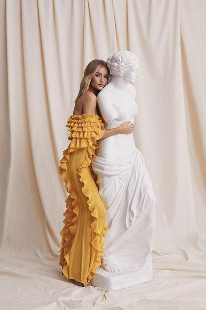 В греческом стиле: Рози Хантингтон-Уайтли снялась в новой рекламной кампании-Фото 2