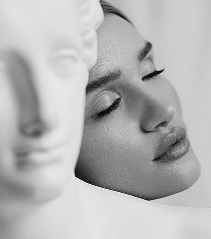 В греческом стиле: Рози Хантингтон-Уайтли снялась в новой рекламной кампании-430x480