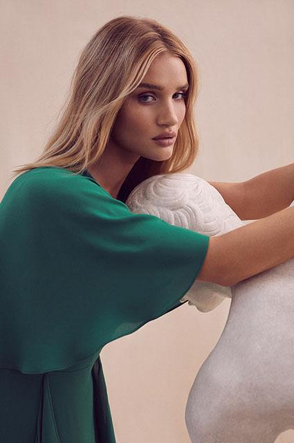 В греческом стиле: Рози Хантингтон-Уайтли снялась в новой рекламной кампании-Фото 5