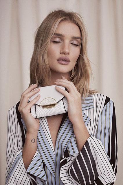 В греческом стиле: Рози Хантингтон-Уайтли снялась в новой рекламной кампании-Фото 4