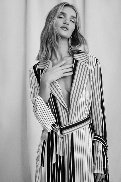 В греческом стиле: Рози Хантингтон-Уайтли снялась в новой рекламной кампании-Фото 3