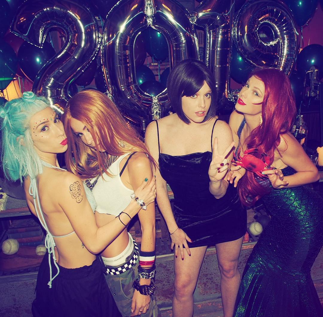 Тейлор Свифт устроила костюмированную вечеринку для своих звездных друзей-Фото 3
