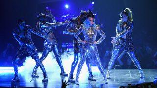 Леди Гага удивила своими нарядами на концерте в Лас-Вегасе-320x180