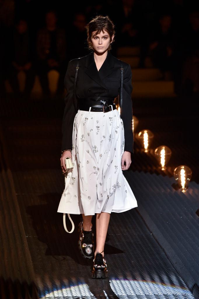 Неделя мужской моды в Милане: Джиджи Хадид, Кайя Гербер и другие на подиуме-Фото 2