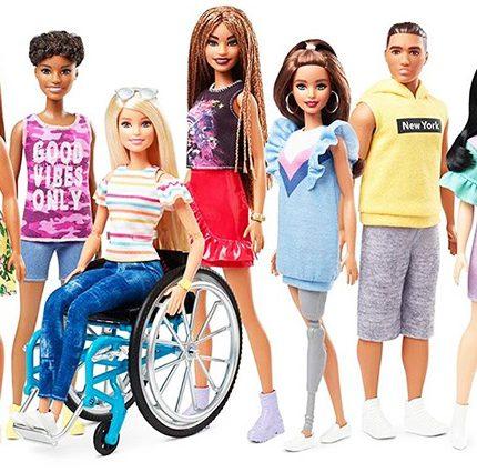 Новая Барби: В продажу поступили куклы на инвалидном кресле и с протезом ноги-430x480
