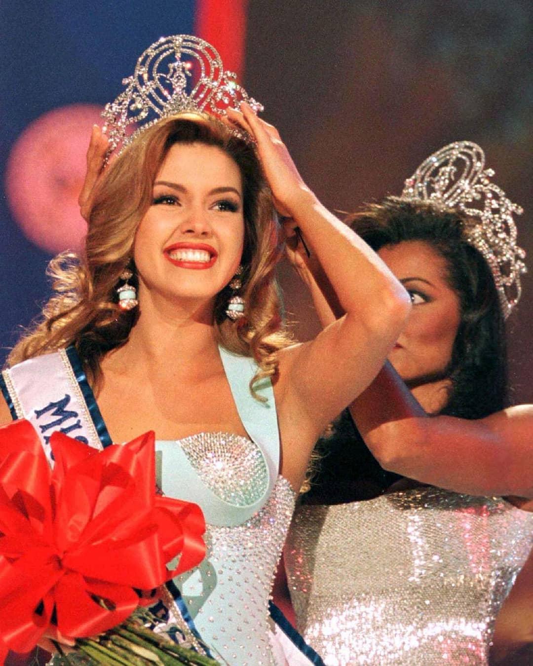 Узнайте, кто стал Мисс Вселенная в год вашего рождения-Фото 19