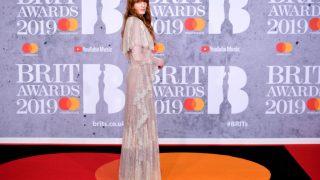 Brit Awards 2019: Победители и звездные образы с красной дорожки-320x180