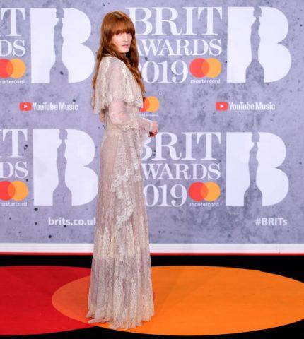 Brit Awards 2019: Победители и звездные образы с красной дорожки-430x480