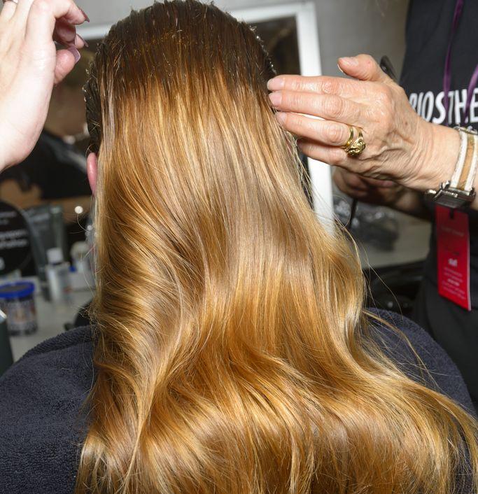 Теплый фронт: как красить волосы в новом сезоне-Фото 1