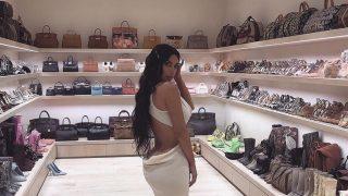 Ким Кардашьян показала свою огромную гардеробную комнату-320x180