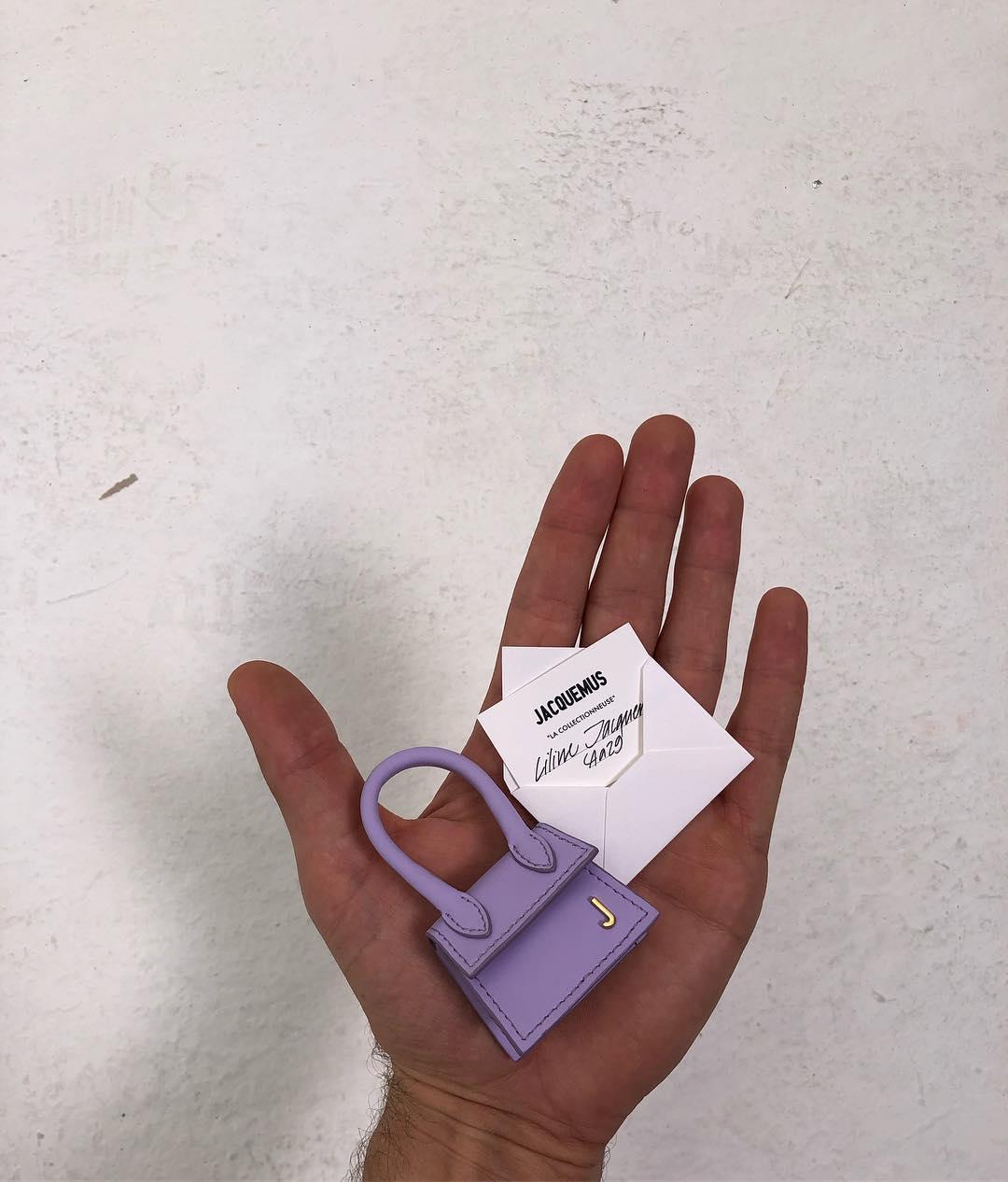 Крошечные сумочки: Новый тренд с Недели высокой моды в Париже-Фото 2