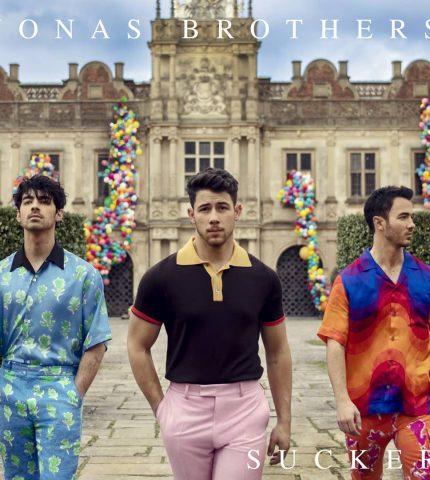 Воссоединившаяся группа Jonas Brothers представили новый клип на песню «Sucker»-430x480