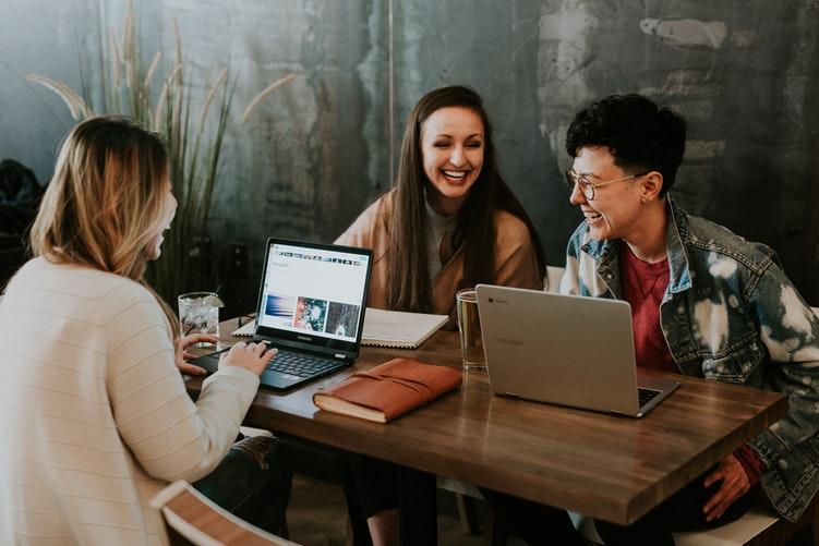 Как стать хорошим собеседником и поддержать любой разговор: 5 советов-Фото 1