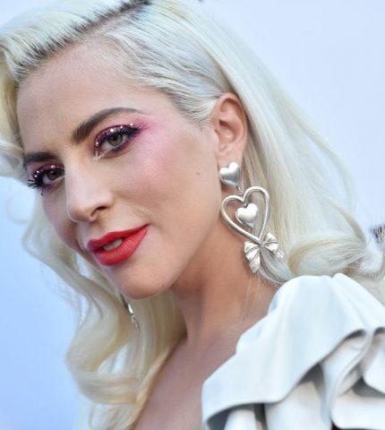 Леди Гага встречается с актером Джереми Реннером-430x480