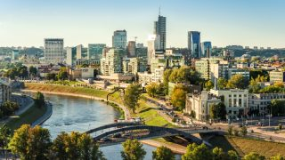 Курс на Европу: 10 самых бюджетных городов для путешествий-320x180