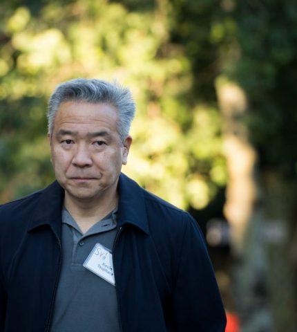 Глава киностудии Warner Bros. ушел в отставку из-за секс-скандала-430x480
