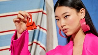 Крошечные сумочки: Новый тренд с Недели высокой моды в Париже-320x180