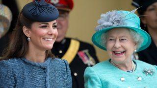 Елизавета II сделала Кейт Миддлтон особенный подарок-320x180