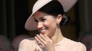 Елизавета II запретила Меган Маркл носить королевские украшения-320x180