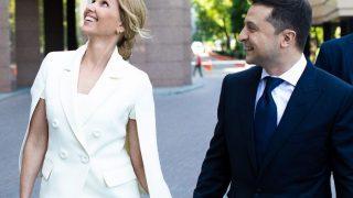 Образ дня: Елена Зеленская в белом костюме от украинского дизайнера-320x180