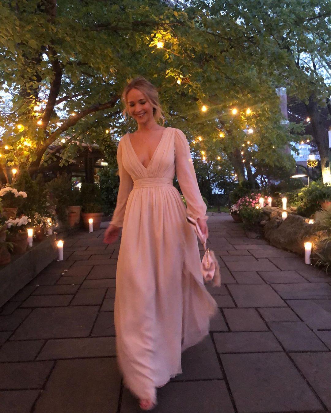 Дженнифер Лоуренс с женихом отпраздновали свою помолвку-Фото 1