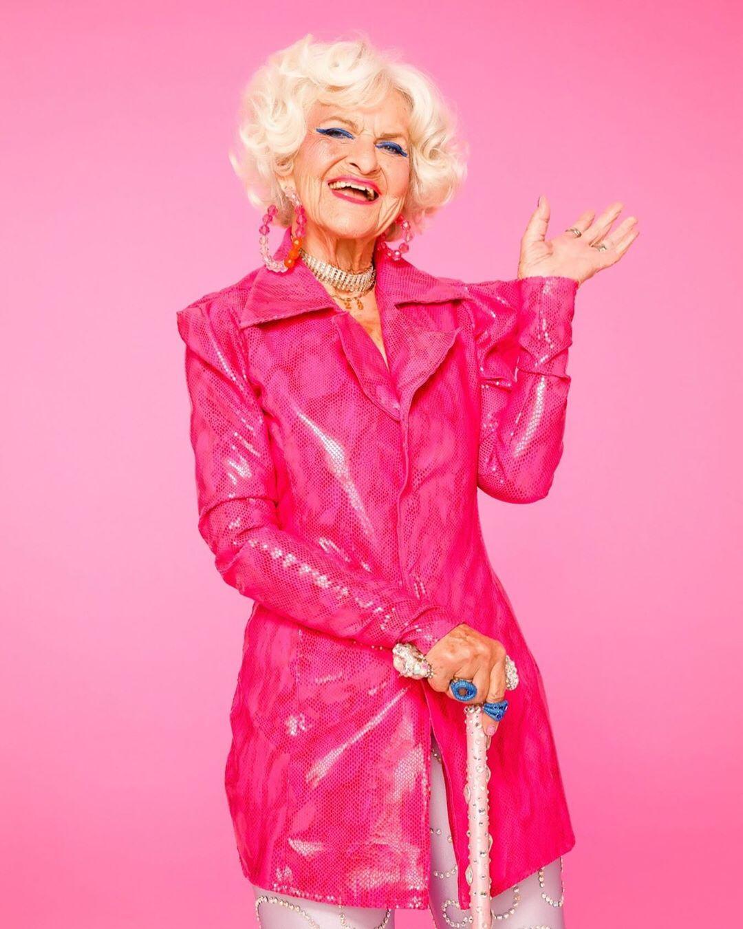 90-летняя блогер Бадди Винкл выпустила коллекцию косметики-Фото 2