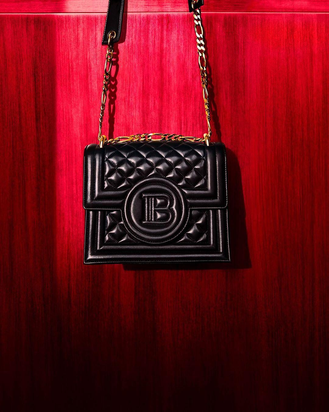 Как выглядит коллекция сумок Кары Делевинь для Balmain-Фото 2