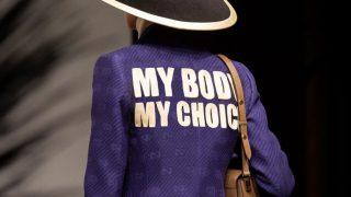 Бренд Gucci поднял тему запрета абортов на показе новой круизной коллекции-320x180