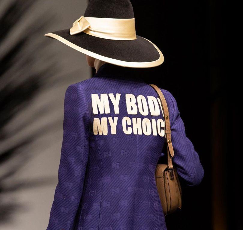 Бренд Gucci поднял тему запрета абортов на показе новой круизной коллекции-Фото 2