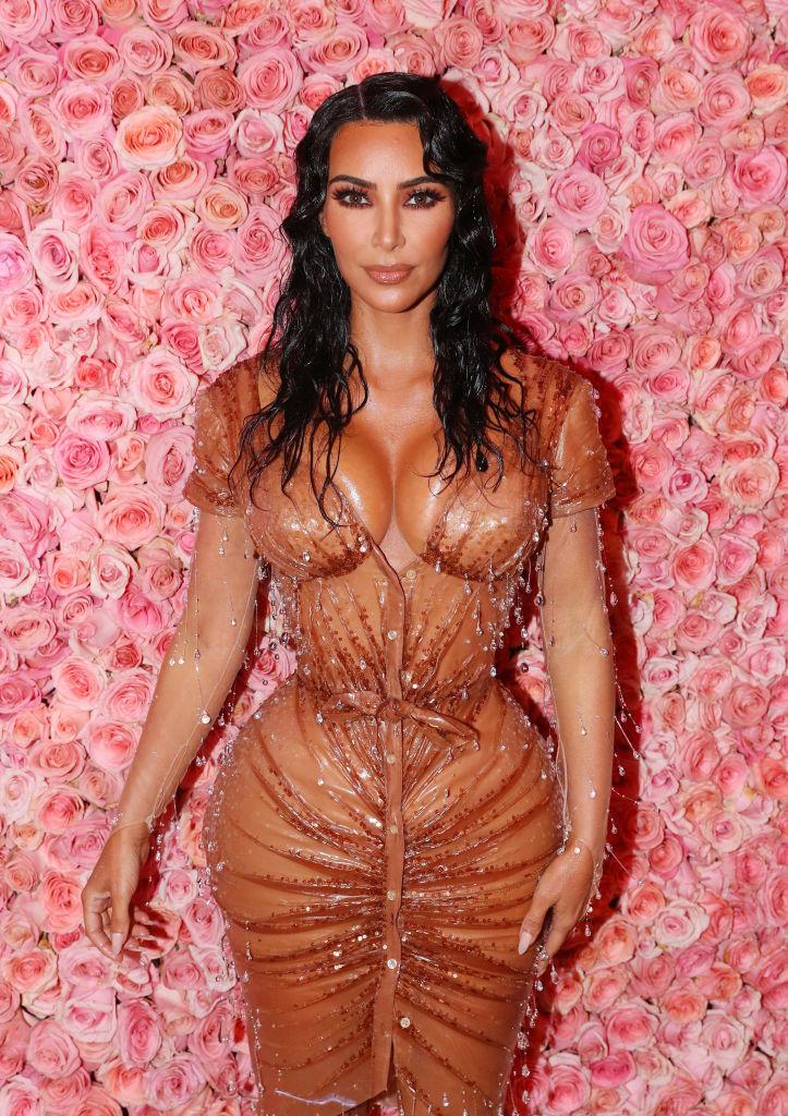 Ким Кардашьян раскрыла секрет своей тонкой талии на Met Gala-Фото 1