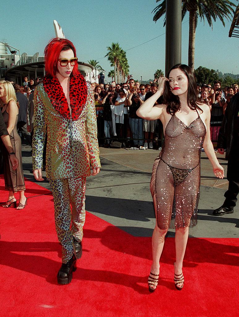 Роуз МакГоуэн рассказала о своем легендарном «голом» платье: «Это был призыв к действию»-Фото 1
