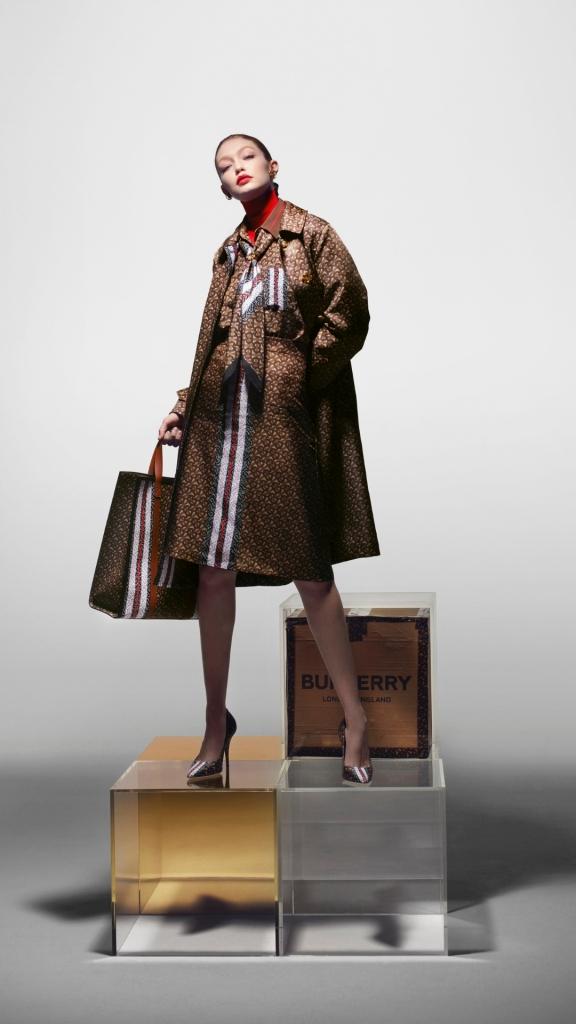 Многоликость: Джиджи Хадид в новой рекламной кампании Burberry-Фото 2