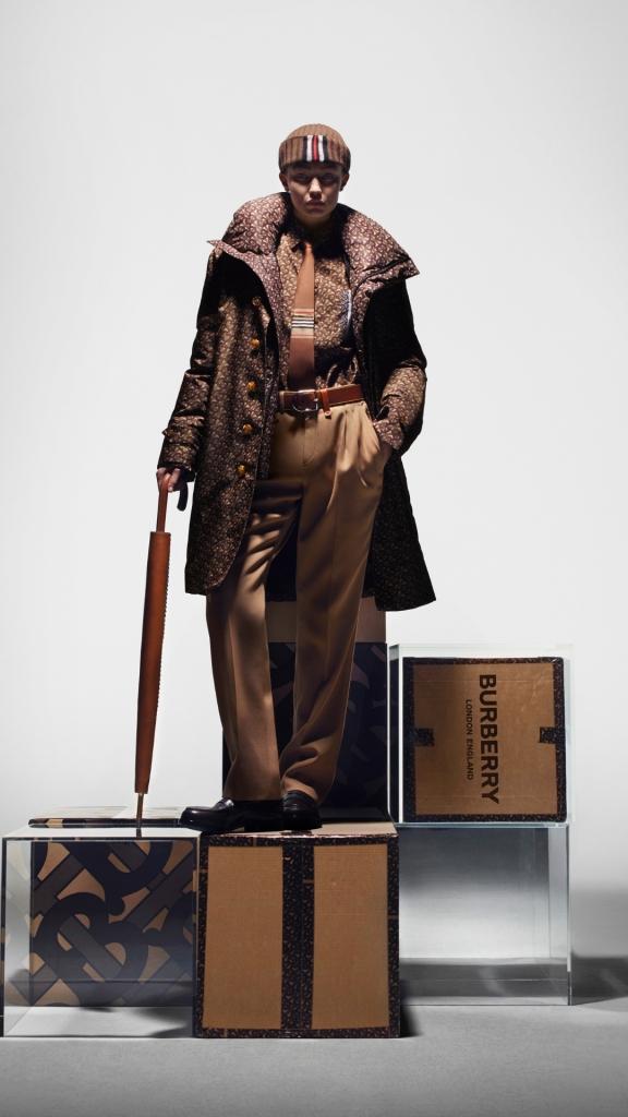 Многоликость: Джиджи Хадид в новой рекламной кампании Burberry-Фото 4