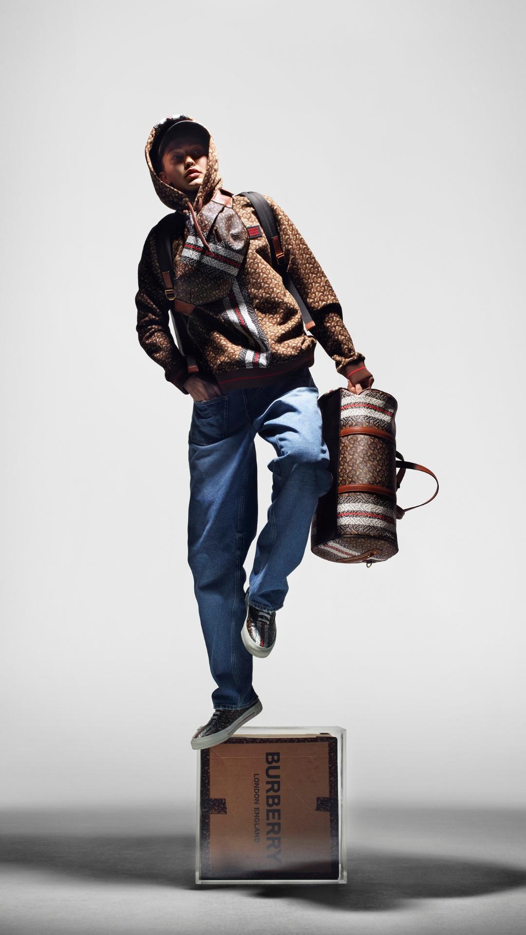 Многоликость: Джиджи Хадид в новой рекламной кампании Burberry-Фото 1