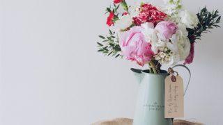 Живые цветы в интерьере: 6 советов как стильно украсить дом-320x180