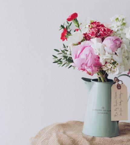 Живые цветы в интерьере: 6 советов как стильно украсить дом-430x480