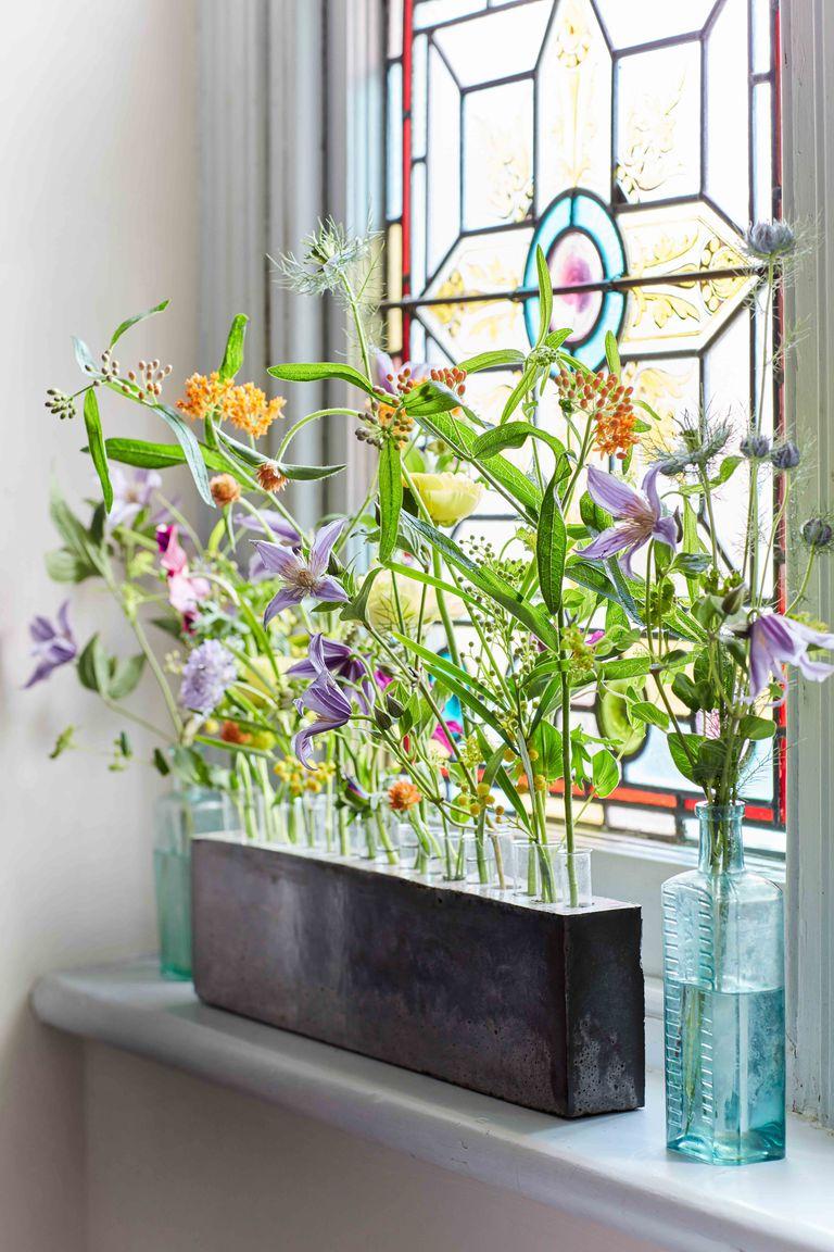 живые цветы в интерьере кухни