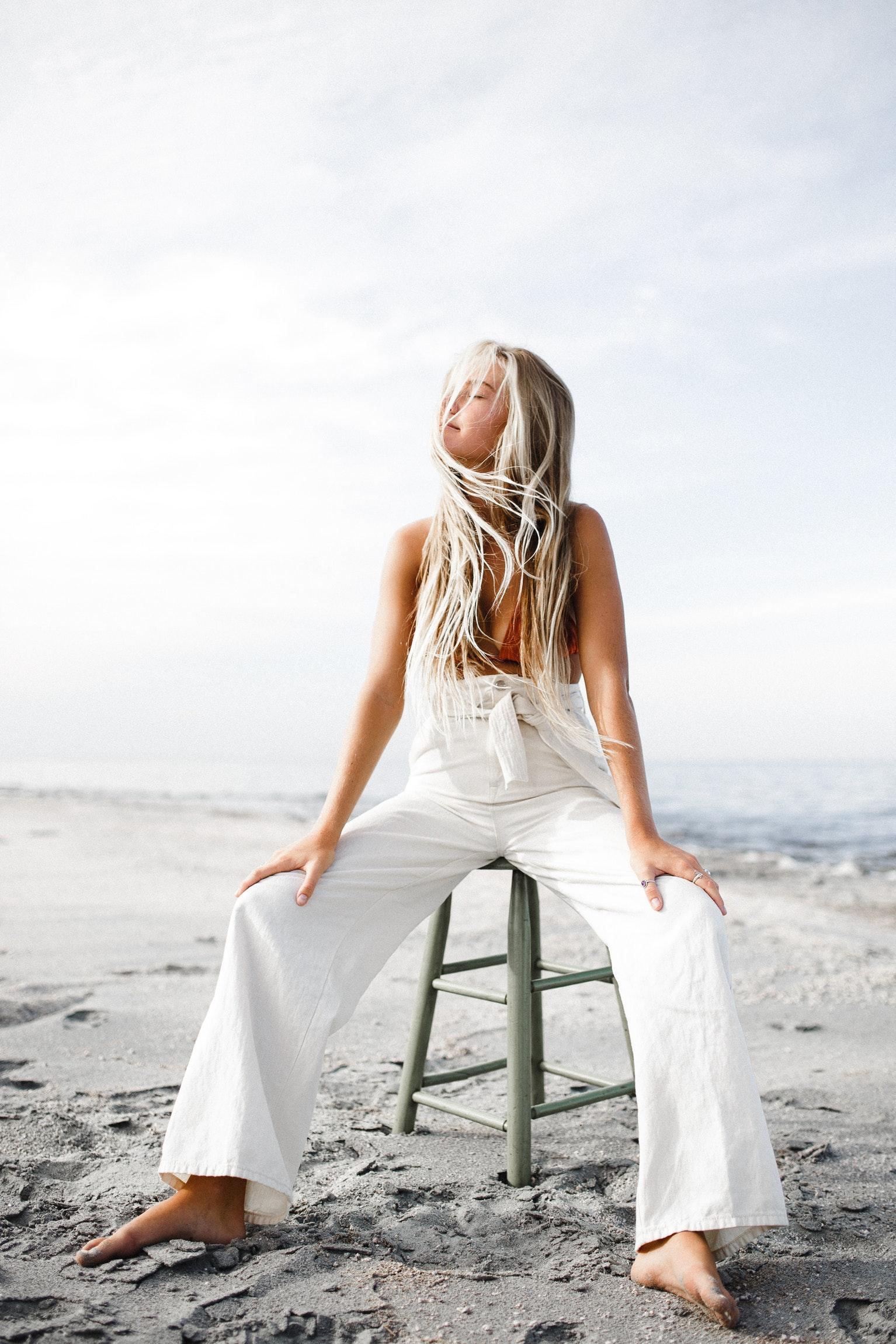 Как блондинкам ухаживать за волосами: 5 летних советов-Фото 3