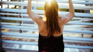 Как осанка влияет на физическое и психологическое здоровье-320x180