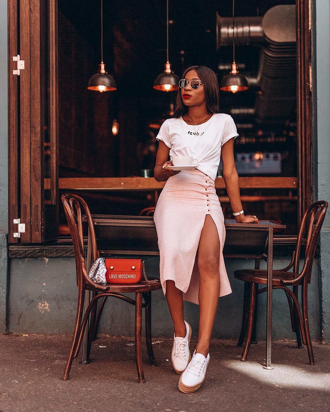 Как носить белую футболку: 15 вариантов-Фото 5