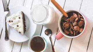 Белки или углеводы: как должен выглядеть правильный завтрак?-320x180
