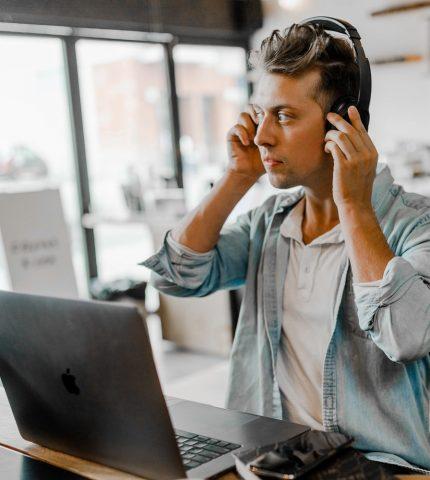 Как отличить токсичных людей на работе и общаться с ними-430x480