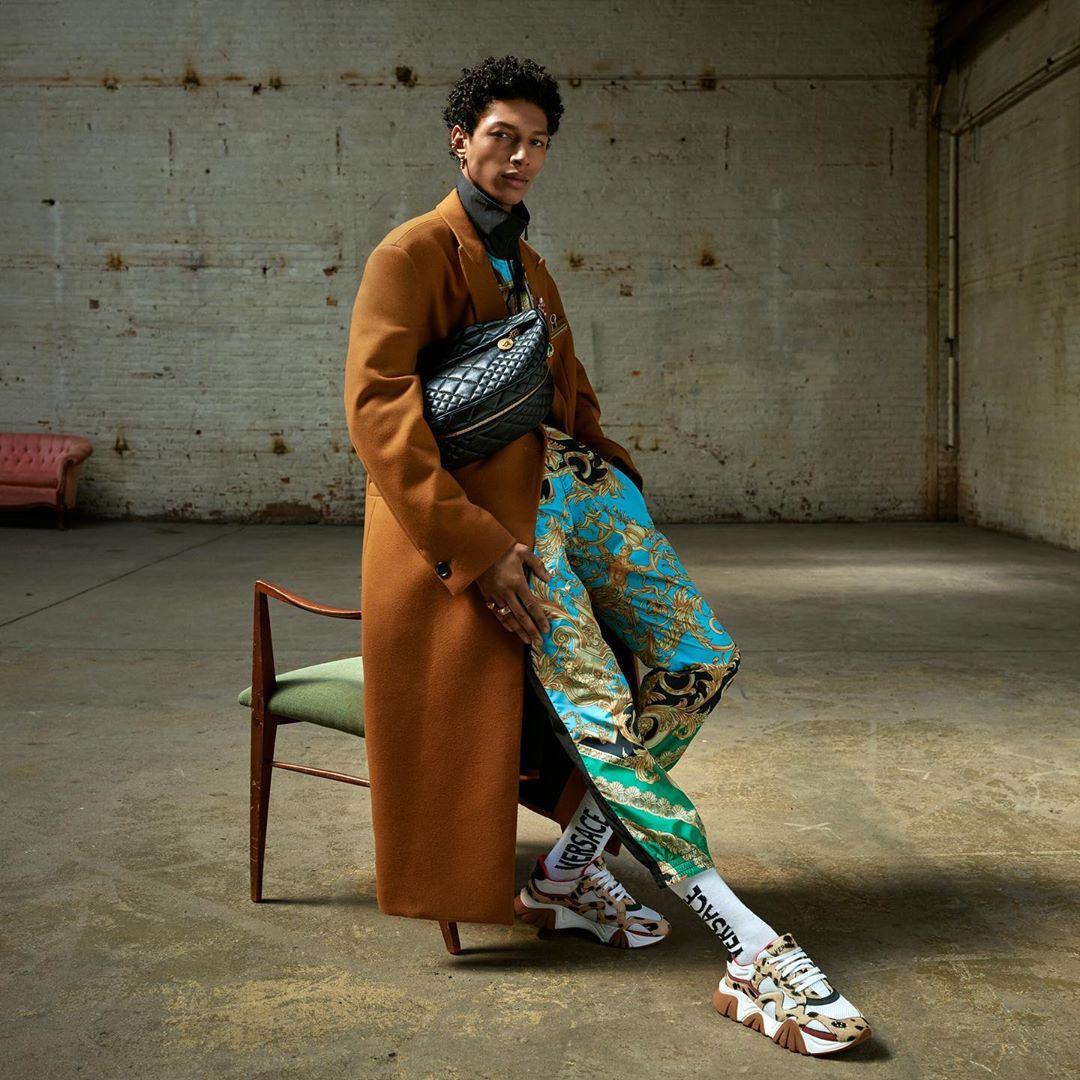 Кайя Гербер кардинально сменила образ в новой рекламной кампании Versace-Фото 2
