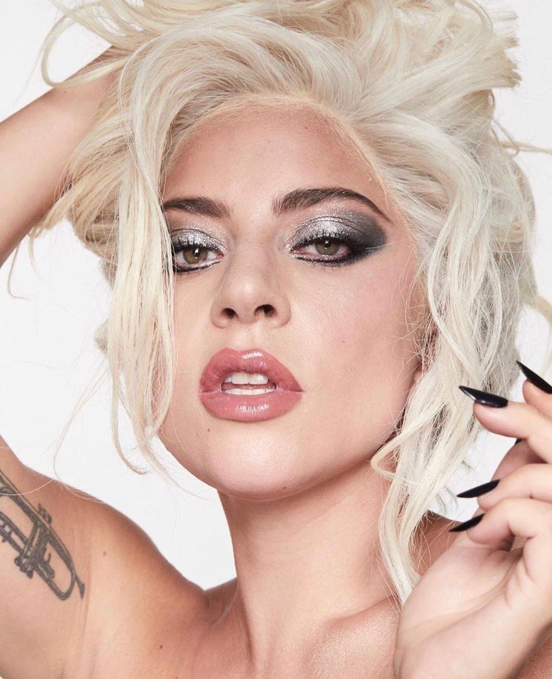 Леди Гага отказалась от ретуши в рекламной кампании косметики-Фото 1